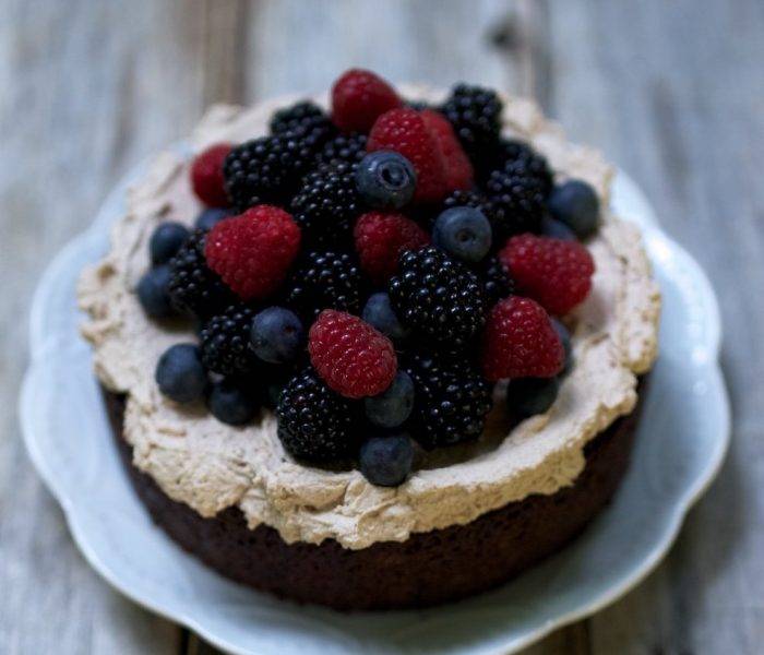 See Need Want Recipe Mud Cakewith Mocha Creamand Berries