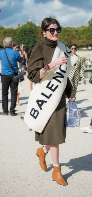 Paris Fashion Week Street Style Trends Slogan Accesories Balenciaga