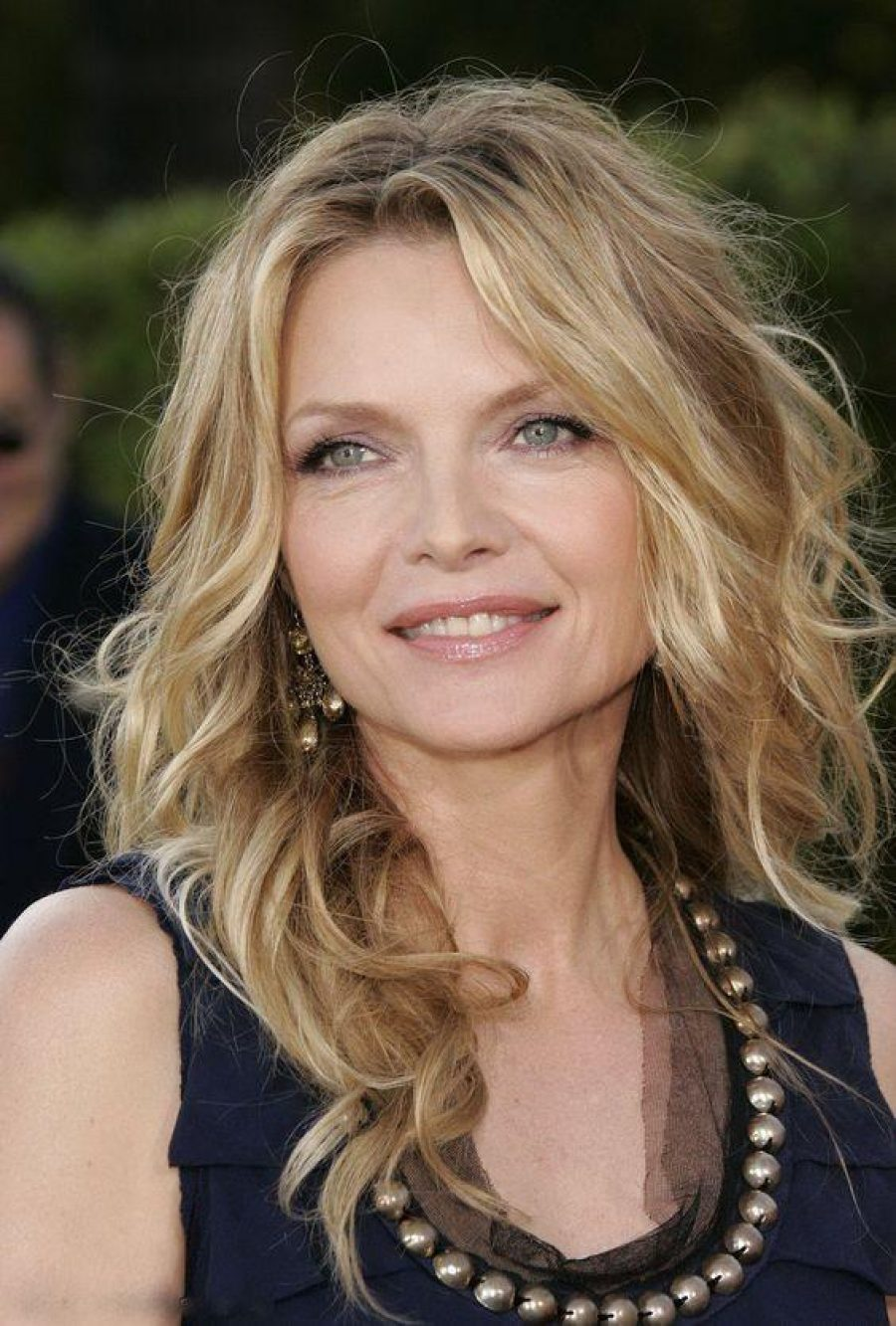 See Need Want Beauty How To Look Ten Years Younger Michelle Pfeiffer Pinterest